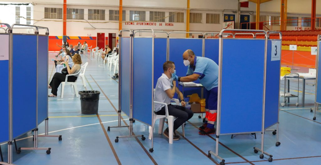 Tasas de vacunación en Europa, insuficientes para evitar un rebrote: OMS