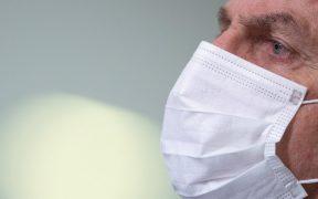 Brasil planea permitir que personas vacunadas no usen mascarillas, dice Bolsonaro