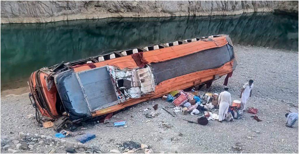 volcadura-autobus-deja-al-menos-20-peregrinos-muertos-pakistan