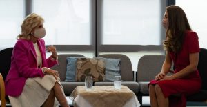 Jill Biden, primera dama de EU suma esfuerzos con Duquesa de Cambridge; visitan kinder en Reino Unido