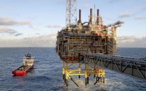 Más de mil trabajadores petroleros amenazan huelga en Noruega