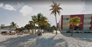 Balacera en playa Cancún deja dos hombres muertos y una turista herida