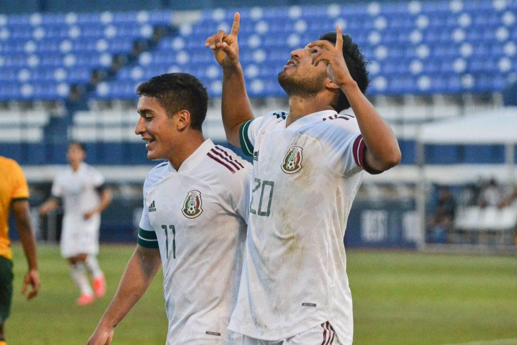 Eduardo Aguirre festeja el gol del triunfo de México. (Foto: @miseleccionmx).