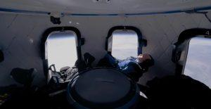 Pagan 28 mdd en subasta para viajar al espacio con Jeff Bezos