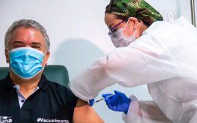 Iván Duque, presidente de Colombia, recibe primera dosis de vacuna contra la Covid-19