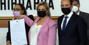 Maru Campos recibe la constancia de gobernadora electa de Chihuahua