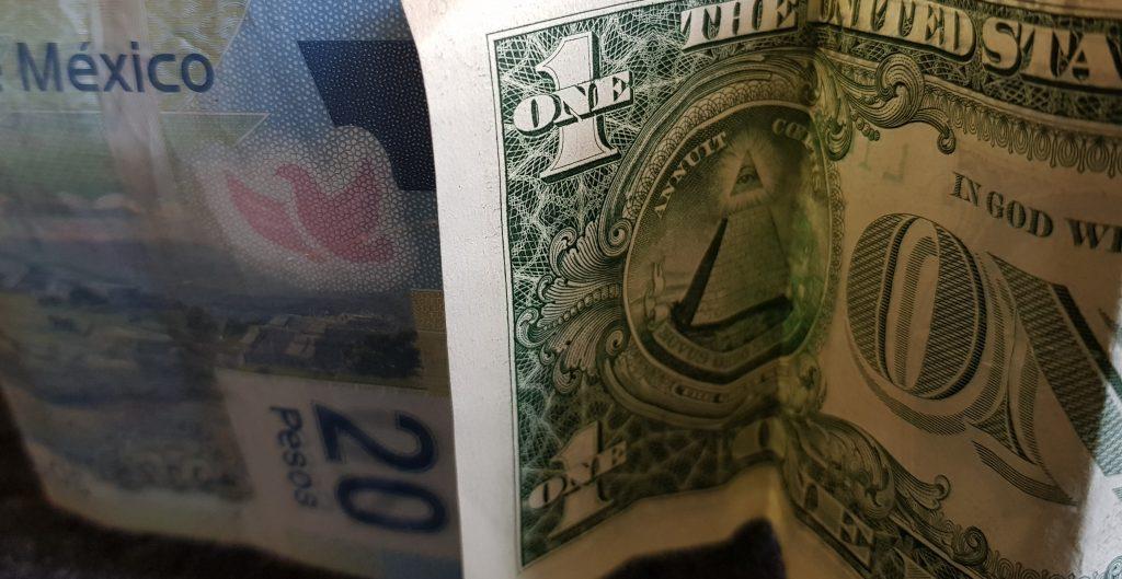AMLO propone reformas a la Constitución y el peso se debilita frente al dólar