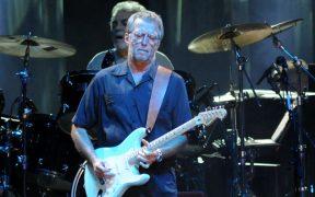 """Eric Clapton dice que sufrió """"reacciones severas"""" tras vacunarse contra la Covid-19"""