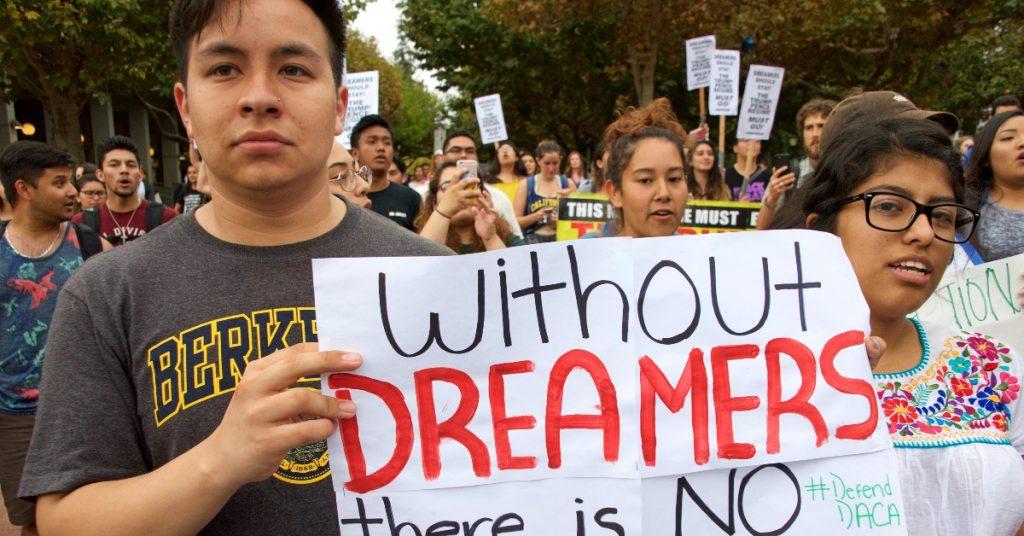 Biden asegura que dreamers son americanos; DACA le ha dado a 800 mil migrantes oportunidades de vida