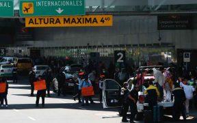 Tras más de 10 horas de protesta, padres de niños con cáncer retiran bloqueo frente al AICM