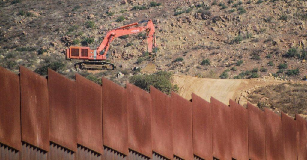 Texas asigna 250 millones de dólares para construir su propio muro fronterizo con México