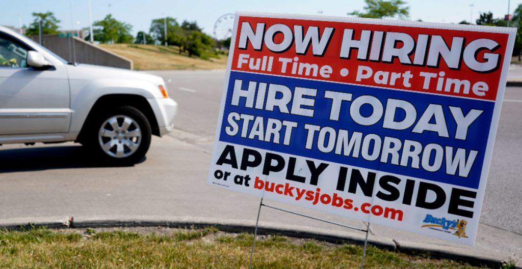 Las ayudas iniciales por desempleo en EU registran el primer aumento en siete semanas