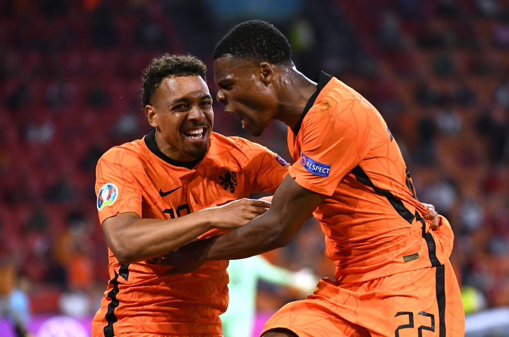 Dumfries festeja su gol ante Austria. (Foto: Reuters).