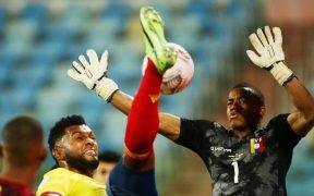 Faríñez fue impasable ante la delantera colombiana. (Foto: Reuters).