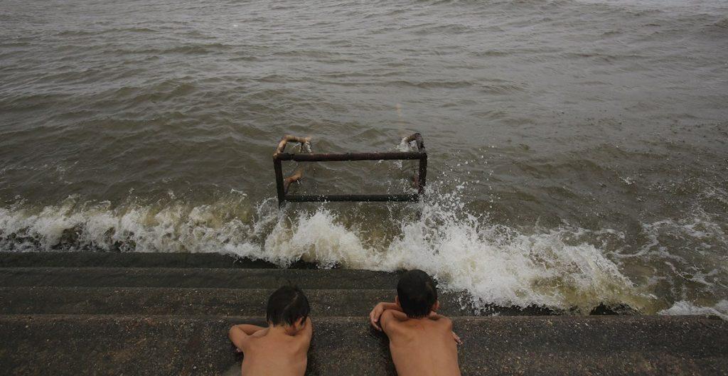 Centro de Huracanes de EU emite aviso de tormenta tropical en la costa del Golfo de México