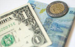 Peso se deprecia en la semana 3.61%, la mayor pérdida desde septiembre; dólar se vende en 21.07 en bancos