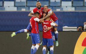 Los jugadores de Chile festejan el gol de Brereton. (Foto: Reuters).