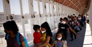 migrantes-vacunacion-covid-reuters