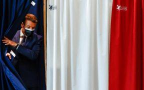 Francia cierra votación con abstencionismo de 66%; centroderecha aventaja en los sondeos