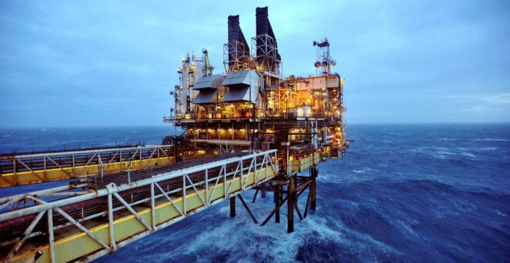Demanda global llevará al barril de petróleo a 100 dólares en 2022, asegura Bank of America