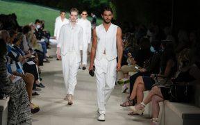 Armani vuelve a sus orígenes en la Semana de la Moda