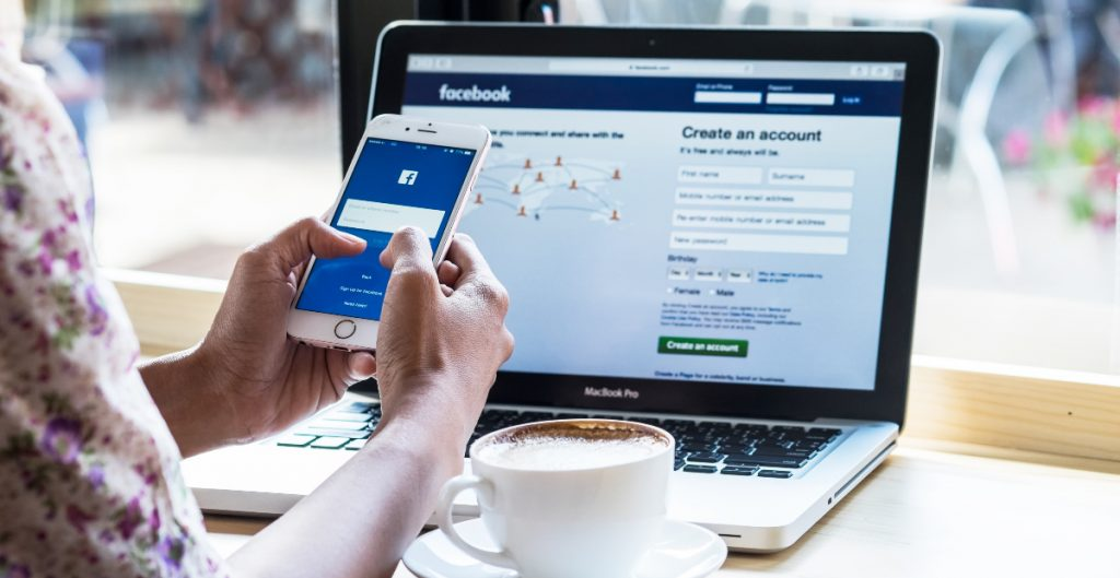 Algoritmo de Facebook amplifica la propaganda militar en Birmania, denuncia la organización Global Witness
