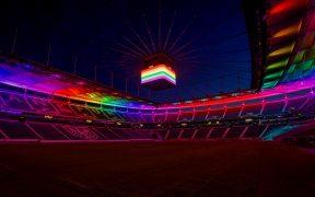 El Frankfurt Deutsche Bank Park se iluminó con un arcoíris. (Foto: Reuters).