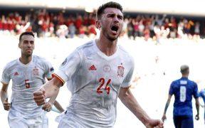 Laporte celebra su gol ante Eslovaquia. (Foto: Reuters).