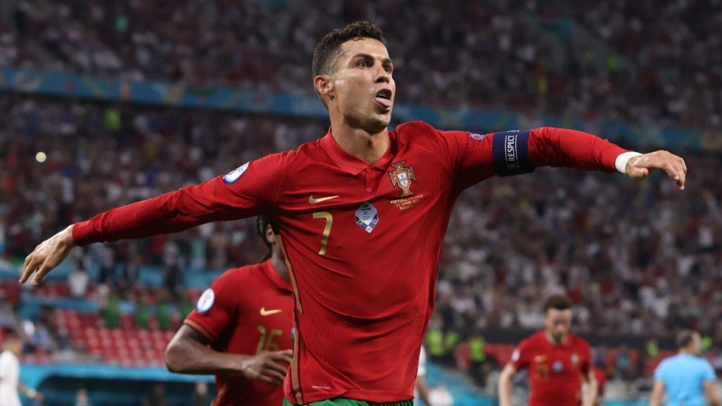 Cristiano celebra su doblete histórico con Portugal. (Foto: Reuters).