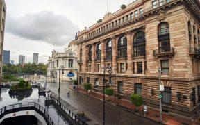 Banxico sorprende al mercado y sube su tasa de interés a 4.25%