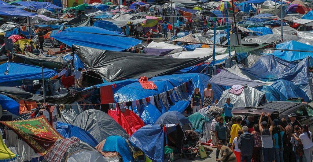 CNDH alerta sobre abusos sexuales, falta de alimento y servicios sanitarios en campamento de migrantes en Tijuana