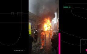 Se registra fuerte incendio en estación del tren de Londres