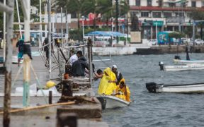 Enrique se debilita en su avance a península de BC; cierran playas en Mazatlán