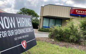 Las solicitudes por desempleo en Estados Unidos registran un nuevo mínimo pandémico