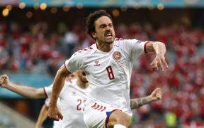 Thomas Delaney festeja el segundo gol de Dinamarca. (Foto: Reuters).