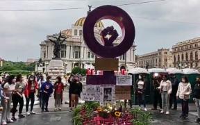"""Realizan protesta por muerte de """"Polly"""" en la antimonumenta de Bellas Artes en la CDMX"""