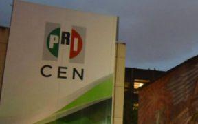Militantes del PRI levantan plantón a las afueras del CEN