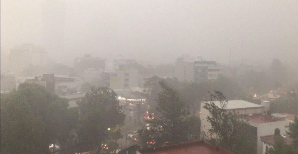 Fuertes lluvias y granizo en CDMX y Valle de México provocan caos; líneas 1 y 6 del Metro afectadas