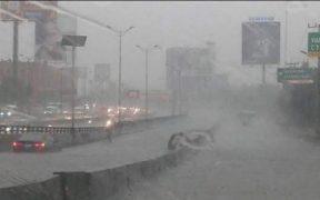 Naucalpan y Anillo Periférico inundados por fuertes lluvias de este martes