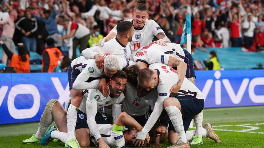 El festejo inglés tras el gol de Kane en tiempo extra. (Foto: Reuters).