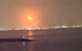 Incendio en buque de carga causa explosión en Dubái
