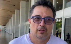 Abandona El Salvador el periodista mexicano Daniel Lizárraga, tras ser expulsado por el gobierno de Bukele