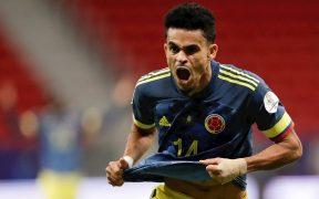 Díaz marcó un doblete para el triunfo de Colombia sobre Perú. (Foto: EFE).