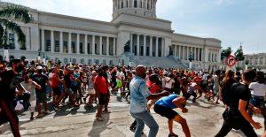 Comisión Europea pide a Cuba respetar los derechos humanos y liberar a detenidos tras las protestas de julio