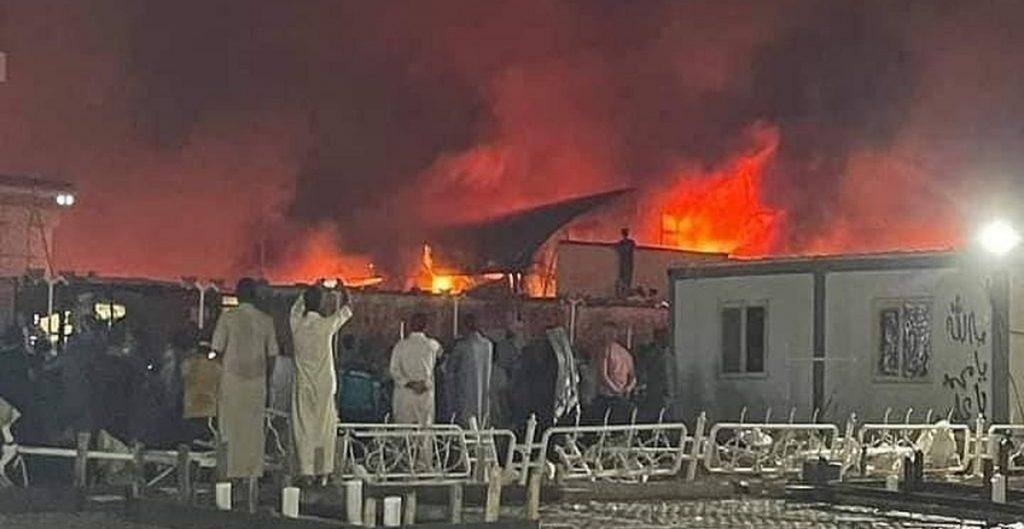 Reportan más de 40 muertos en incendio de un hospital para pacientes de Covid-19 en Irak