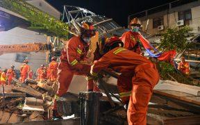 Muertes por colapso de un hotel en China ascienden a 17