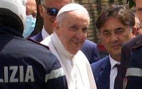 El papa Francisco vuelve al Vaticano 10 días después de su operación