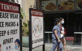 Los Ángeles reactiva uso obligatorio de cubrebocas en interiores