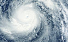 El Huracán 'Felicia' se intensifica a categoría 4, pero se aleja de costas mexicanas
