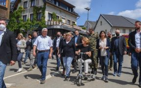 """Merkel promete """"ayuda urgente"""" ante panorama """"surrealista"""" por inundación"""